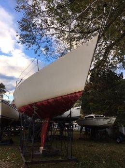 1989 J Boats 35
