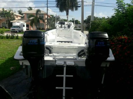 2004 Twin Vee 26 Center Console