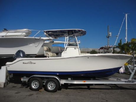 2014 Nautic Star 2200 XS