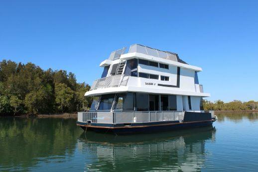 2011 Matthews Houseboat 43