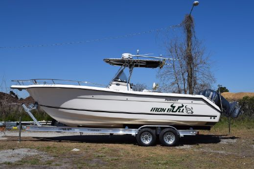2006 Pursuit 2670 Center Console