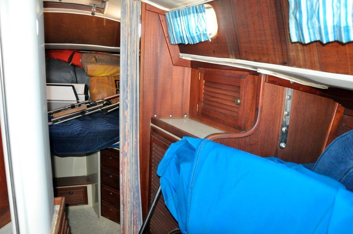 36' Islander Sloop+Photo 13