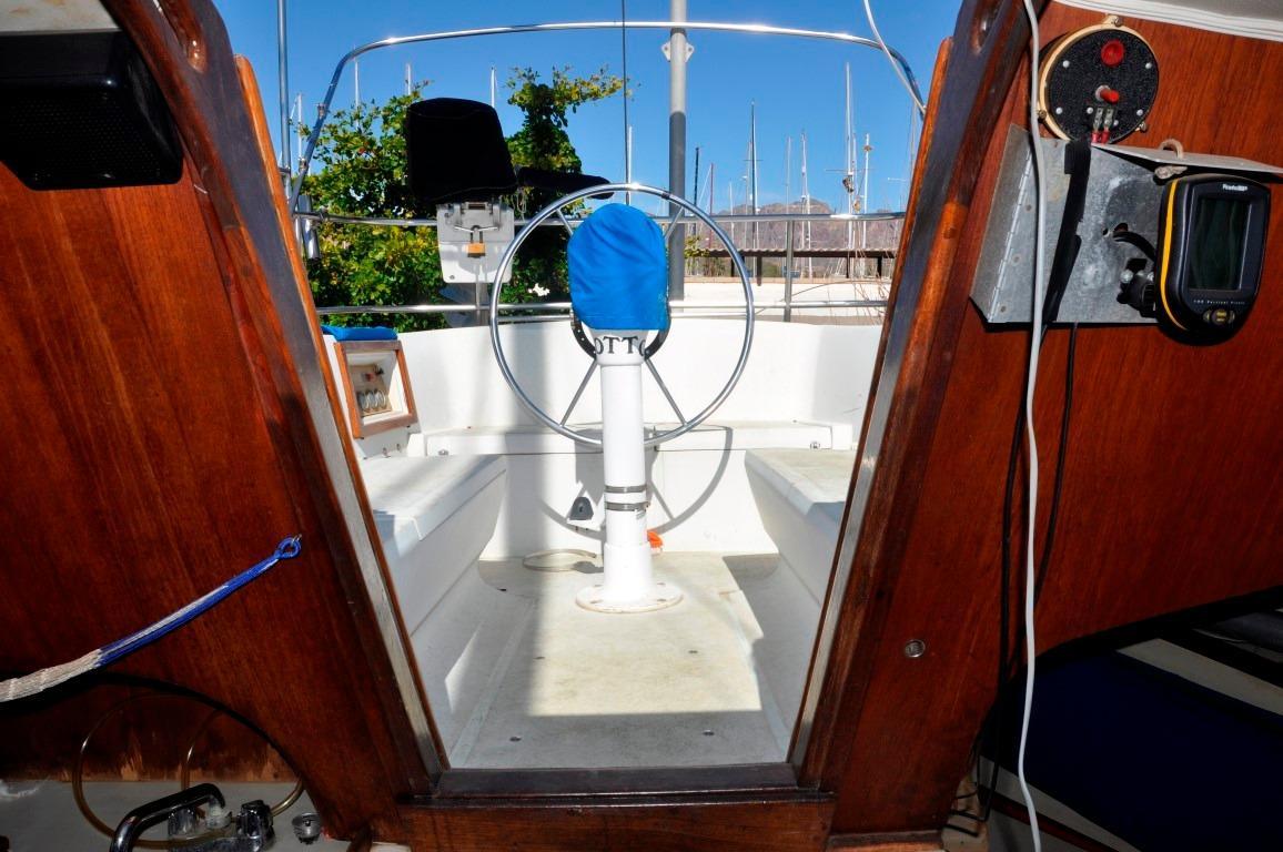 36' Islander Sloop+Photo 17