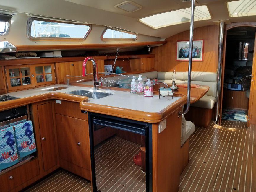 Hunter 426 Sailboat Salon Interior