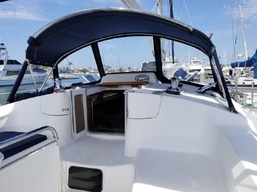 Hunter 426 Sailboat Cockpit