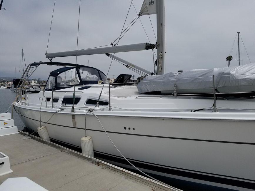 Hunter 426 Sailboat for sale in Newport Beach