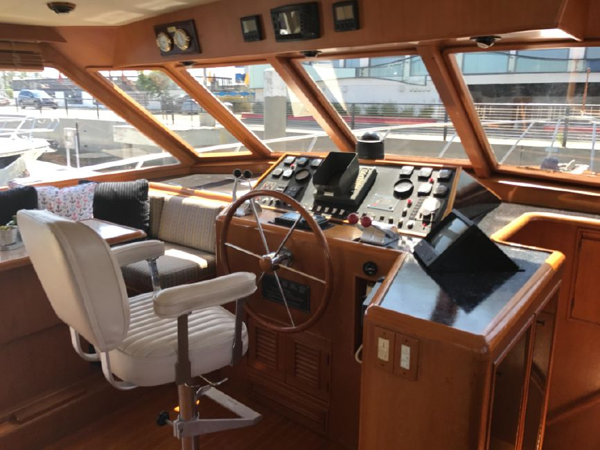 Offshore 55 Pilothouse Helm