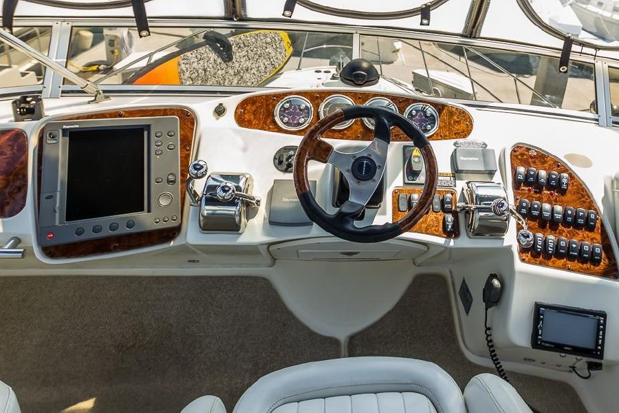 Meridian 459 Flybridge Helm