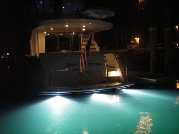 Hatteras 64 Yacht for sale underwater lights
