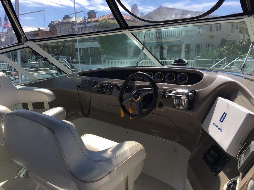 Carver 450 Pilothouse Yacht Flybridge Helm
