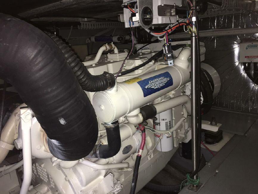 Carver 450 Voyager Pilothouse Diesel Engine
