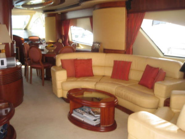 Azimut 80 Carat Type Motor. Very nice yacht with MCA agrement. berth ...