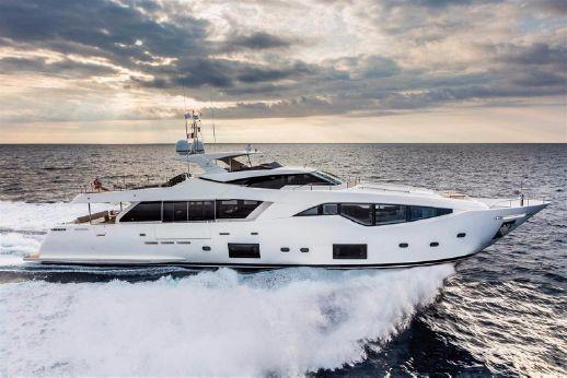 2016 Ferretti Yachts Customline 108