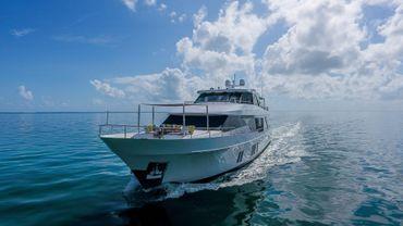 thumbnail photo 1: 2016 Ocean Alexander 100 SKYLOUNGE
