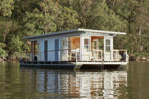 2003 Arki Houseboat