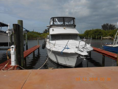 1994 Carver Yachts 370 aft cabin with Sundeck