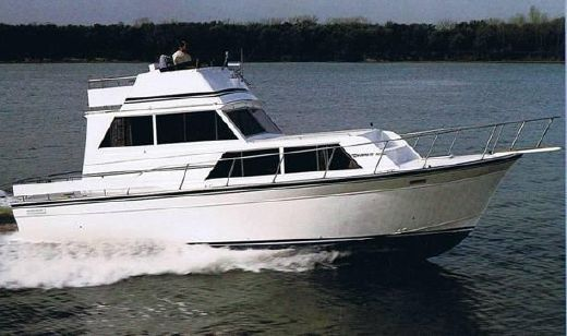 1985 Marinette 32 Sedan Flybridge