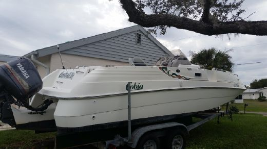 1998 Cobia 226 Coastal Deck