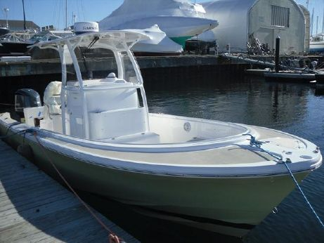 2014 Hunt Yachts Surfhunter 25 Center Console