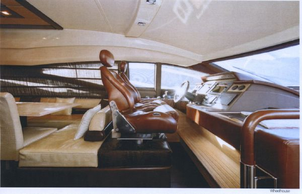 Azimut Az 68 plus * Type Motor. The boat is located in hangar for visit.