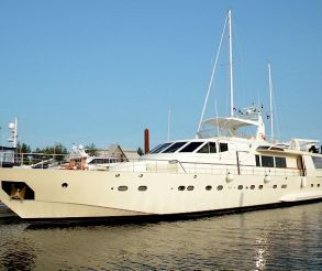 thumbnail photo 1: 1986 Azimut 105 Motor Yacht
