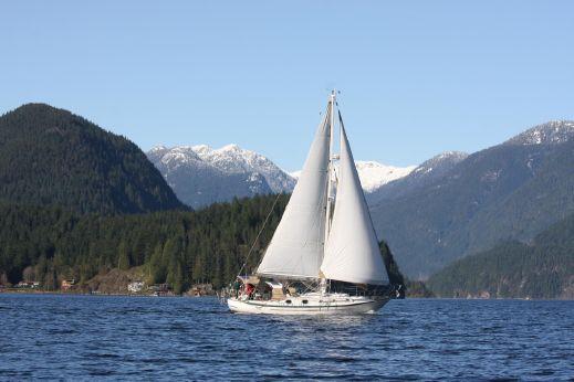 1986 Pacific Seacraft Crealock 37