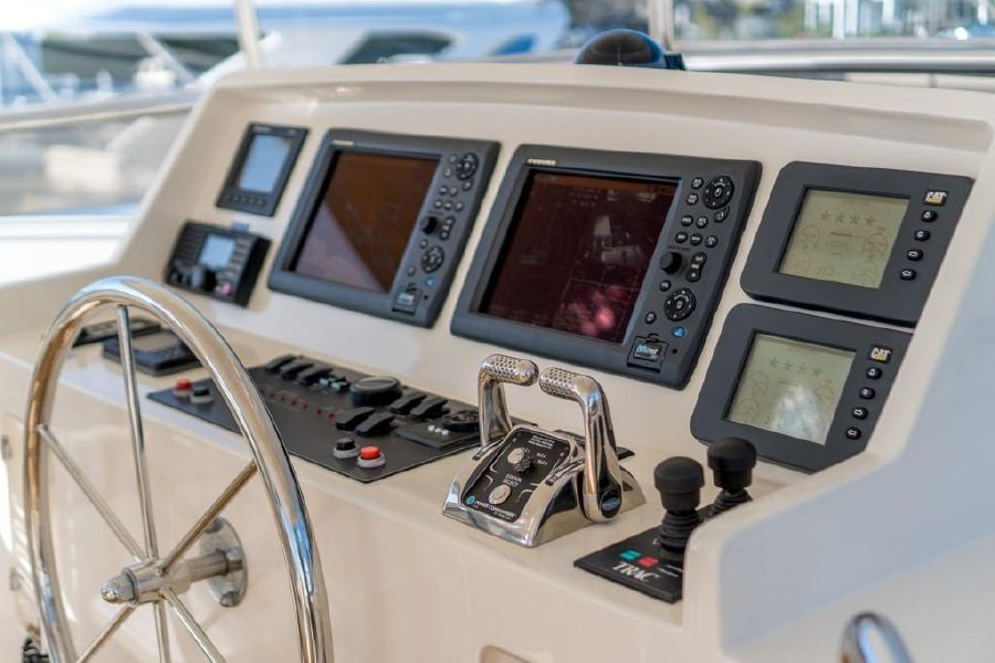 Offshore 64 Voyager Flybridge Helm
