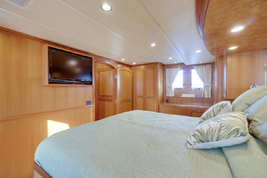Offshore 64 Voyager Master Bed