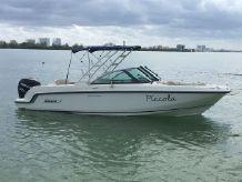 2014 Boston Whaler 230 Vantage