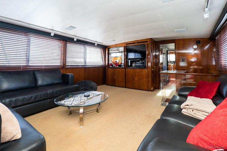Hatteras 70 Cockpit Motoryacht Salon for sale