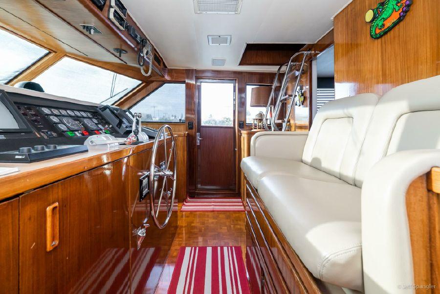 Hatteras 70 Cockpit Motoryacht Pilothouse