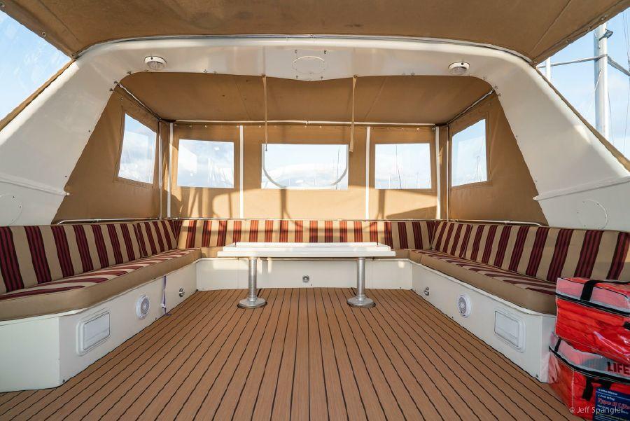 Hatteras 70 Cockpit Motoryacht Flybridge