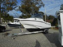 2002 Boston Whaler Conquest 255