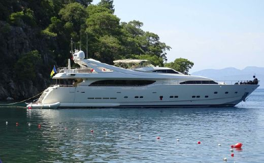 2001 Ferretti Yachts Custom Line 112