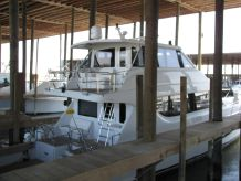 2001 Hatteras 70 Convertible EB