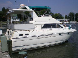 1995 Cruisers Yachts 3650