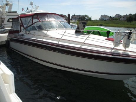 1989 Wellcraft 34' Gran Sport Express Cruiser
