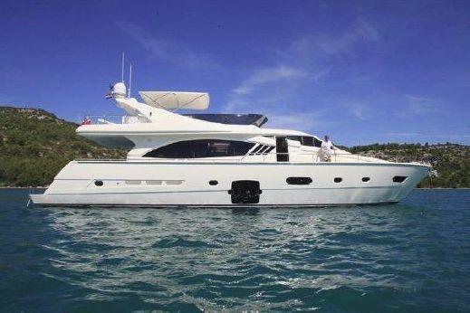 2011 Ferretti Yachts 75