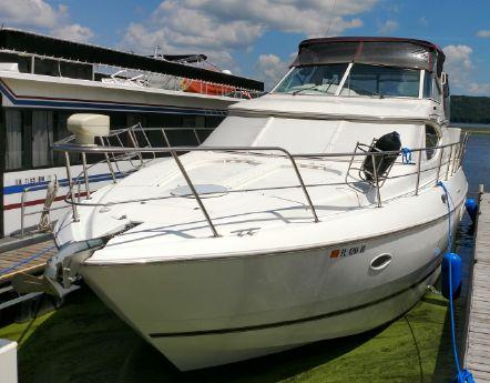 2000 Cruisers Yachts 4450 Express Motoryacht