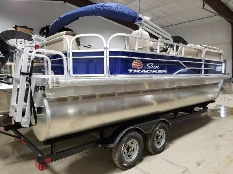 2018 Suntracker Party Barge 20