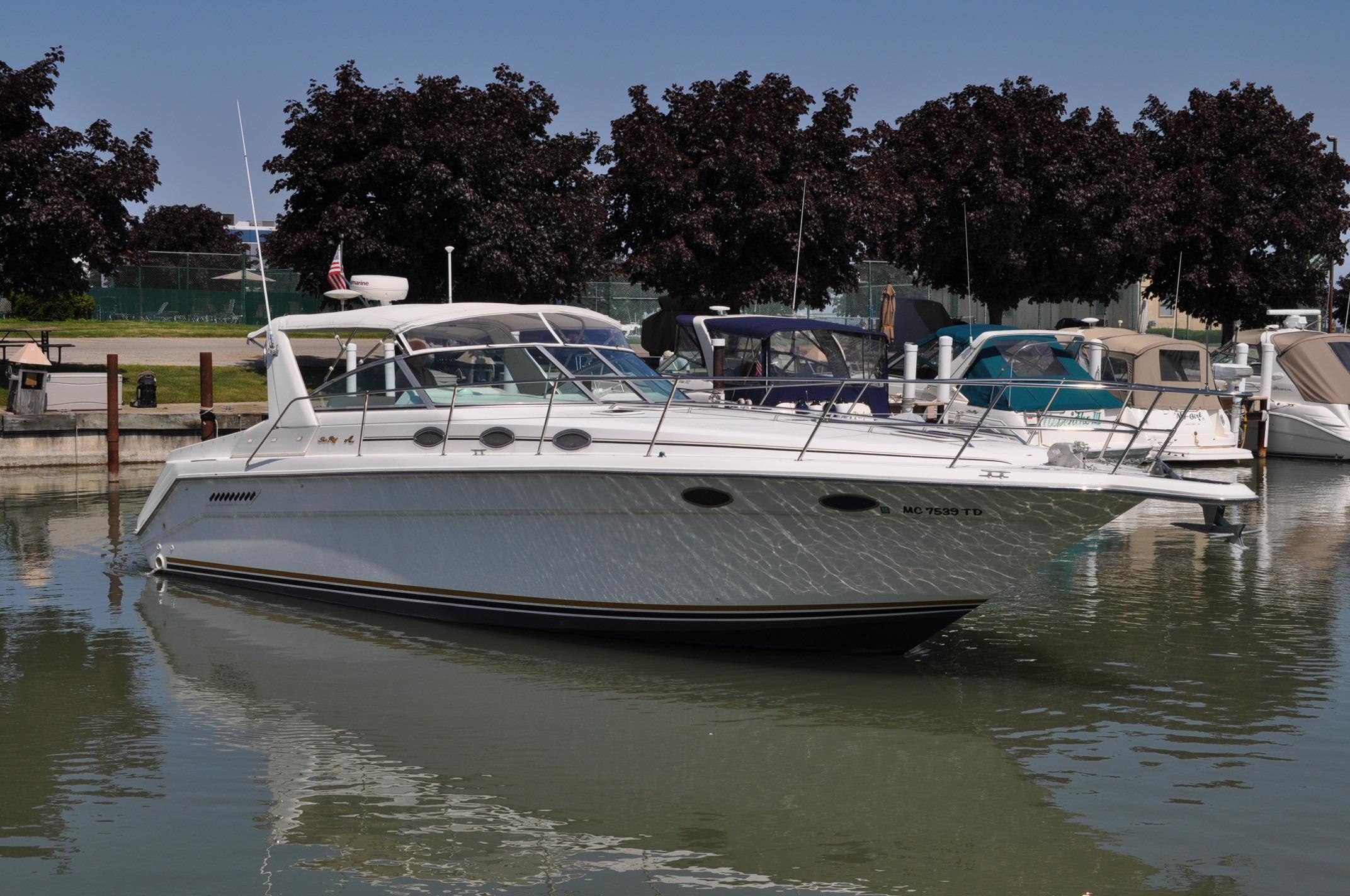 1995 Sea Ray 370 Express Cruiser Power Boat For Sale Www Yachtworld Com