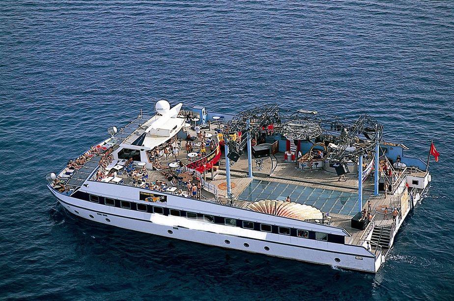 . 1999 Disco Boat Power Boat For Sale   www yachtworld com