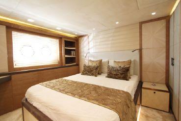 thumbnail photo 2: 2015 Monte Carlo Yachts MCY 86