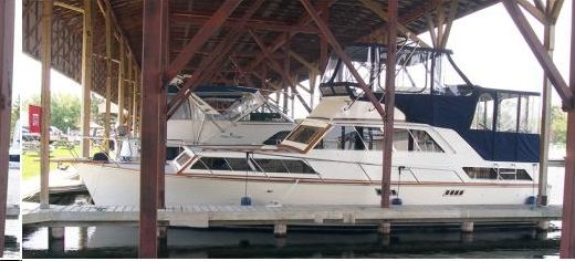 1968 Pacemaker 37 AFT CABIN