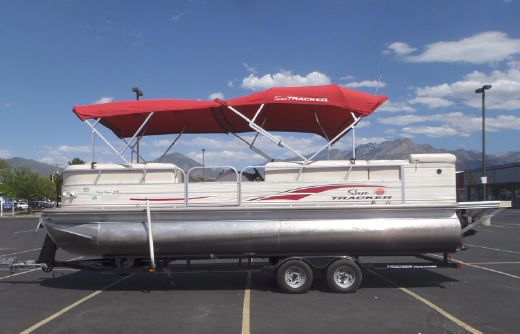 2008 Sun Tracker Party Barge 25 Pontoon