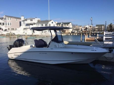 2011 Boston Whaler 220 Outrage