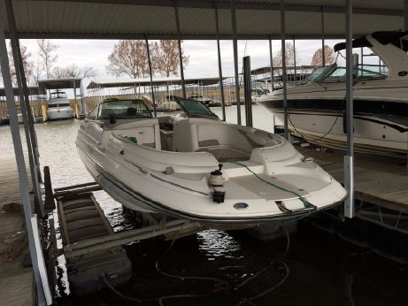 2002 Glastron DX 235 Deckboat