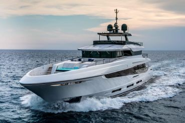 thumbnail photo 1: 2017 Mangusta oceano 42