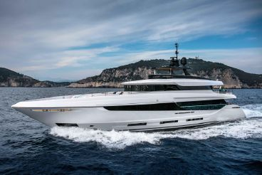 thumbnail photo 2: 2017 Mangusta oceano 42