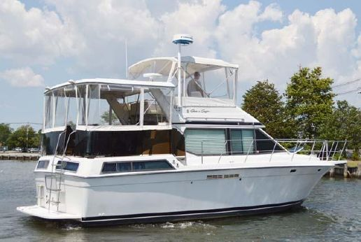 1989 Chris Craft 372 Catalina